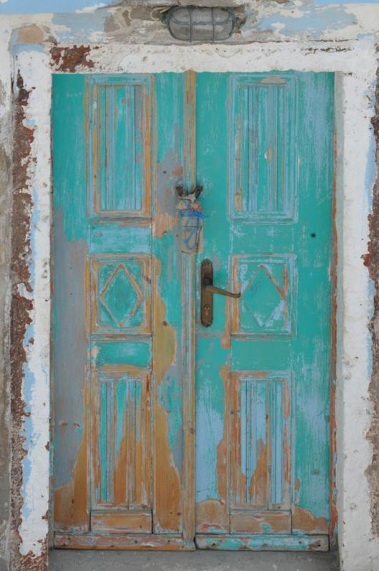 Porte dans la ville de Fira