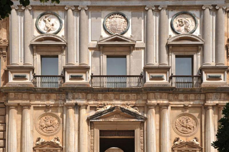 Façade du palais de Charles V