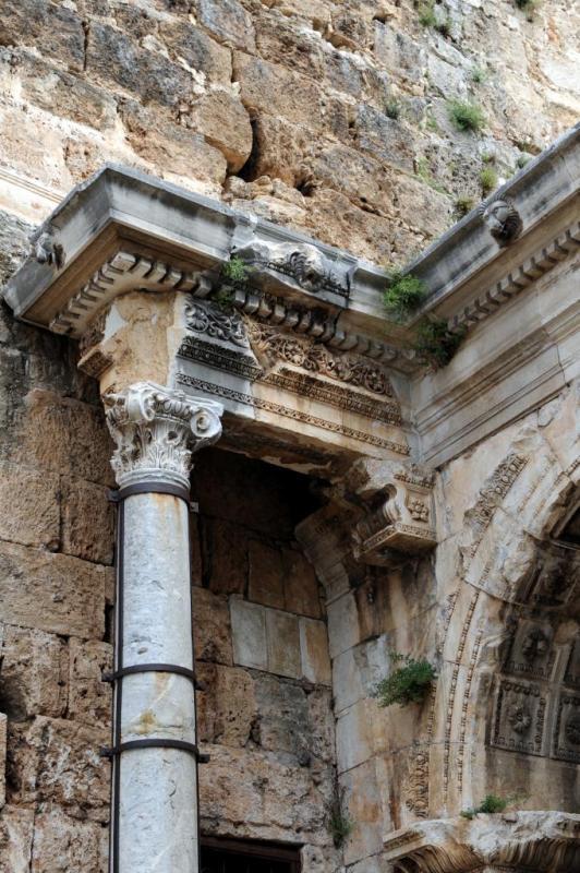 La porte d'Hadrien