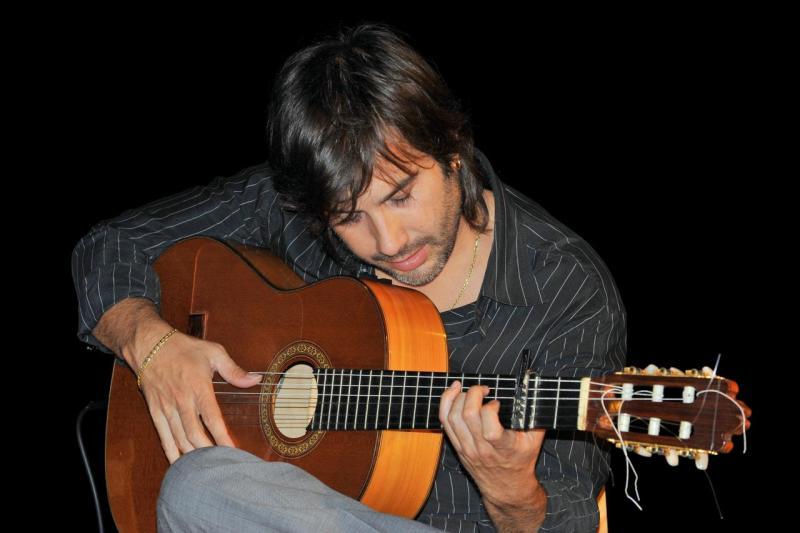 Juan à la guitare