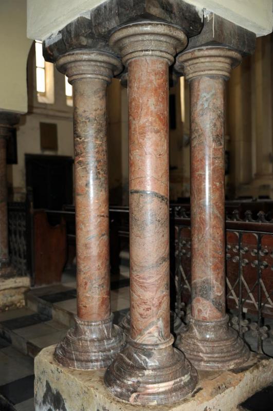 Colonnes montées à l'envers dans la cathédrale anglicane!!
