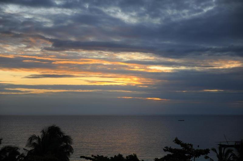 Coucher de soleil sur la plage de l'hotel Gemma Del Est