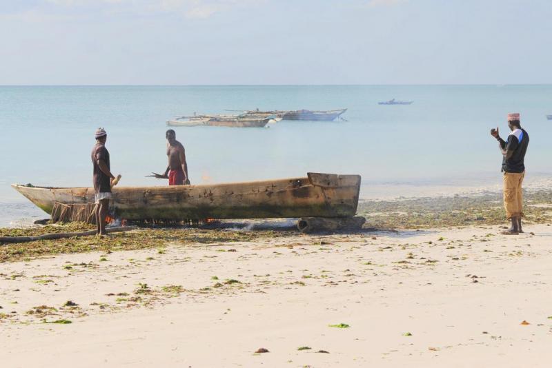 Réparation d'une barque traditionnelle