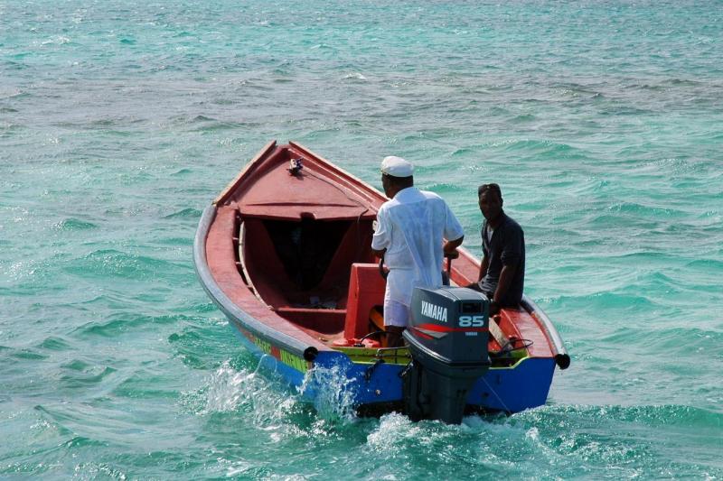 Balade en bateau pour les fonds blancs